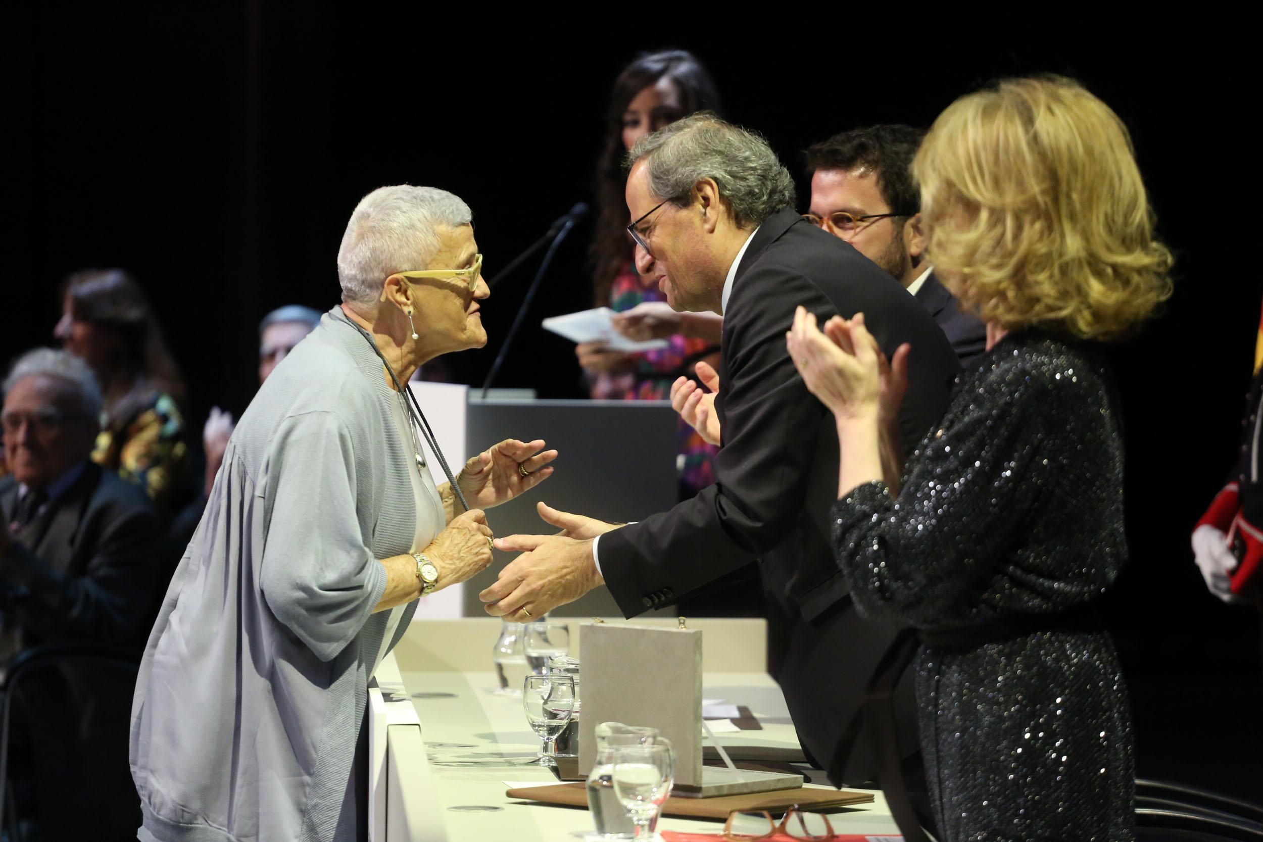 Montserrat Juvanteny rep la Creu de Sant Jordi